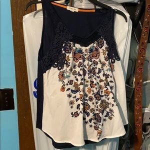 3 For $10 💙White and Navy Flower Blouse!